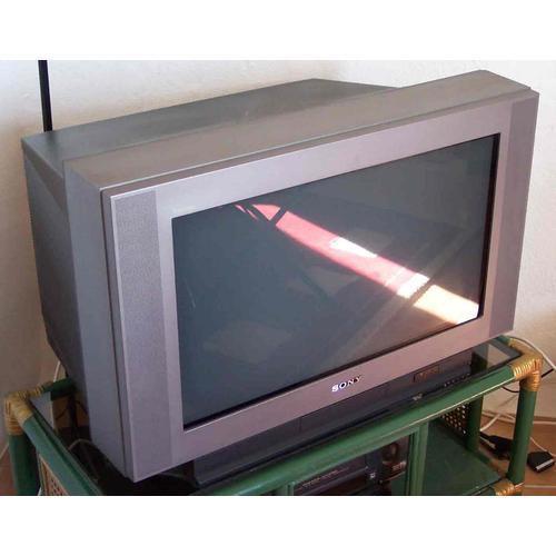 vends tv sony trinitron 200 euros petites annonces tv hifi photo lyon. Black Bedroom Furniture Sets. Home Design Ideas
